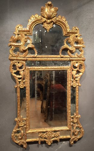 French Fine Mirror in gilded wood, Regence Period Circa 1720