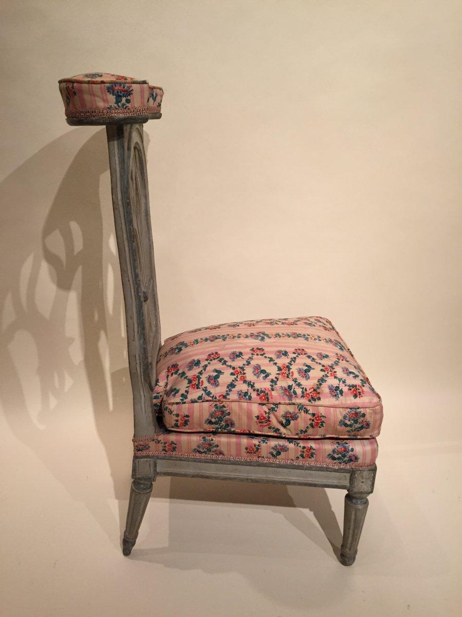 chaise voyeuse genoux en bois de h tre laqu gris mod le de jacob paris poque louis xvi. Black Bedroom Furniture Sets. Home Design Ideas