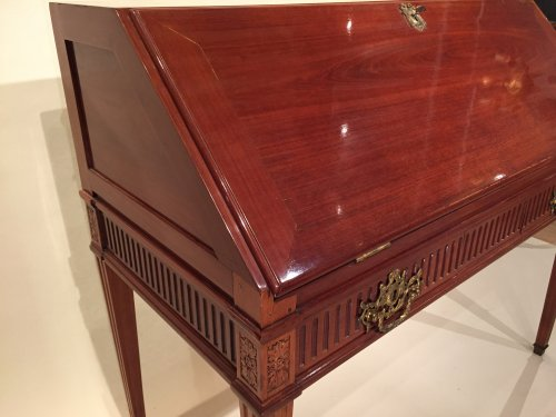 18th century - French Desk in solid mahogany, Bordeaux Louis XVI