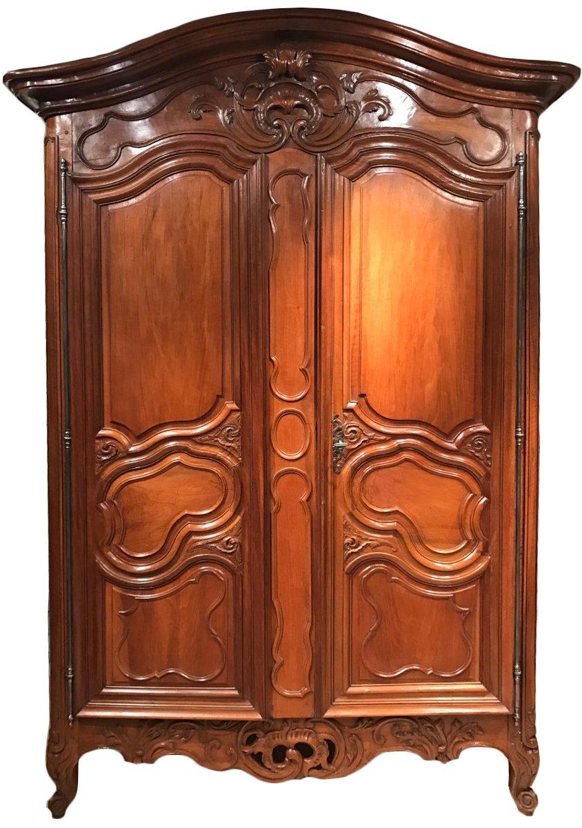 petite armoire de mariage en noyer n mes d but de l. Black Bedroom Furniture Sets. Home Design Ideas