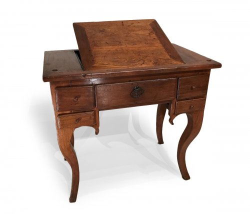 French provincial children's desk in walnut, circa 1700