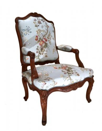 """French Louis XV fauteuil """"à la reine"""""""