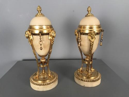 Pair of tripod flambeaux, Paris, Louis XVI period - Lighting Style Louis XVI