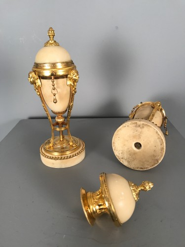 18th century - Pair of tripod flambeaux, Paris, Louis XVI period