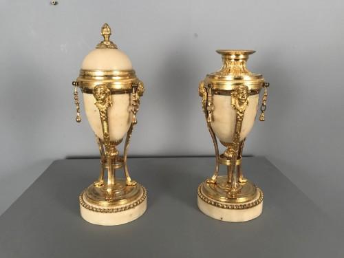 Antiquités - Pair of tripod flambeaux, Paris, Louis XVI period