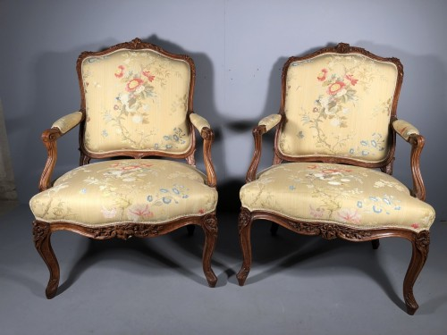 Pair of Louis XV fauteuils (flat-back armchairs) by Mathieu Bauve - Seating Style Louis XV