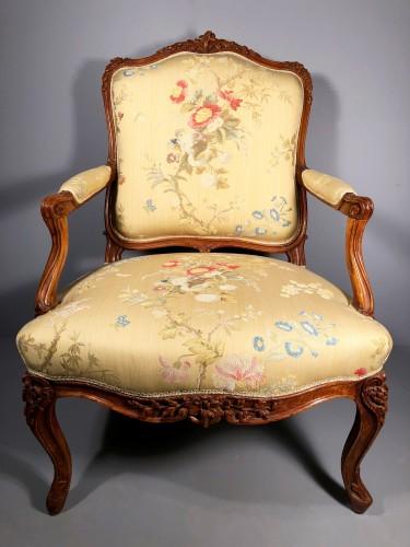 Pair of Louis XV fauteuils (flat-back armchairs) by Mathieu Bauve -