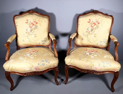 18th century - Pair of Louis XV fauteuils (flat-back armchairs) by Mathieu Bauve