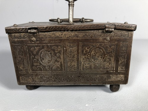Small iron box engraved with etching, Nuremberg late 16th century - Curiosities Style Renaissance