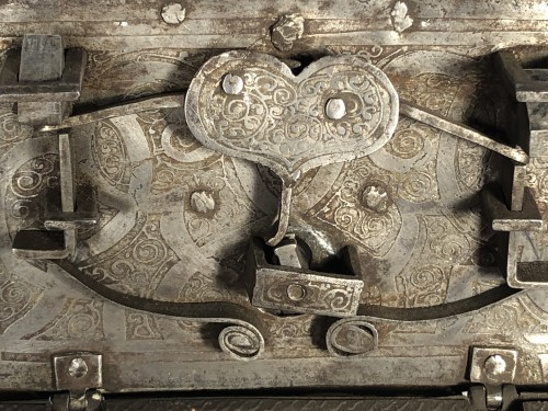 Curiosities  - Small iron box engraved with etching, Nuremberg late 16th century