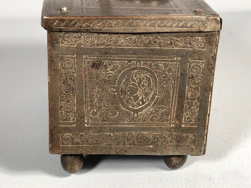 Small iron box engraved with etching, Nuremberg late 16th century - Renaissance