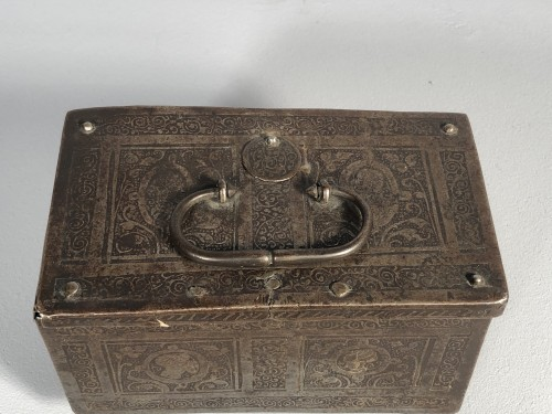 Renaissance - Small iron box engraved with etching, Nuremberg late 16th century