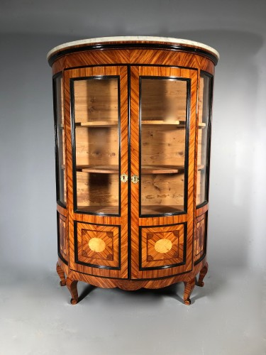 French showcase demi-lune in marquetry, Jean François Hache circa 1775 - Furniture Style Transition