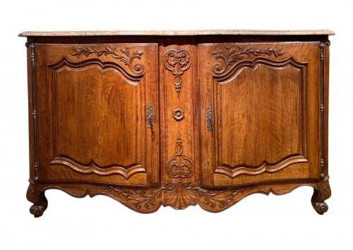 Important carved hunting buffet in walnut, Provence Louis XV périod