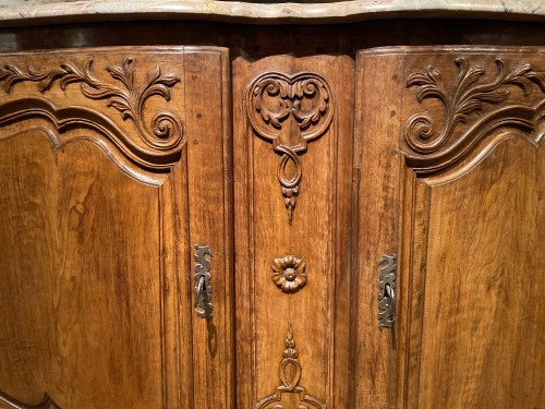 18th century - Important carved hunting buffet in walnut, Provence Louis XV périod