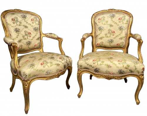French fine pair of armchairs stamped BARA, Louis XV period circa 1750