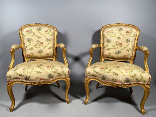 French fine pair of armchairs stamped BARA, Louis XV period circa 1750 - Seating Style Louis XV
