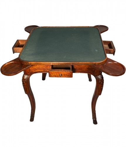 Game table in solid walnut, Lyon régence period circa 1720