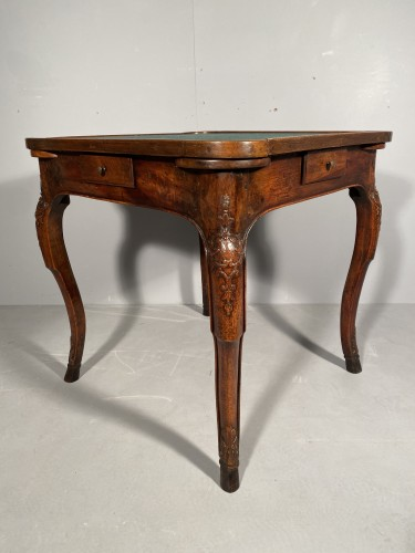 Game table in solid walnut, Lyon régence period circa 1720 - Furniture Style Louis XV