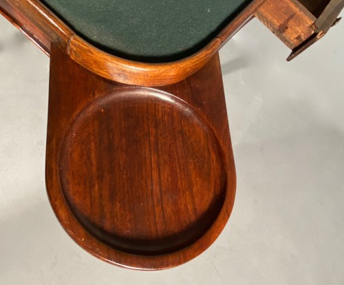 Game table in solid walnut, Lyon régence period circa 1720 - Louis XV