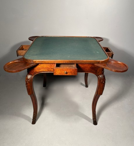 Antiquités - Game table in solid walnut, Lyon régence period circa 1720