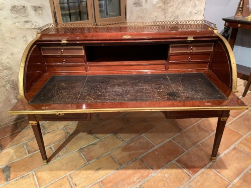 18th century - Large cylinder desk with slats in solid mahogany circa 1790