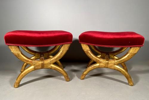 Antiquités - Pair of curule stools in golden wood, Paris Empire period