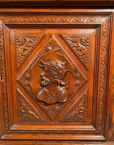 Solid renaissance buffet in walnut, Burgundy circa 1600 - Furniture Style Renaissance