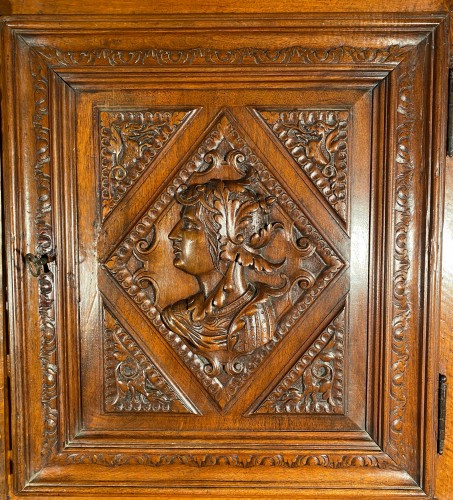 Solid renaissance buffet in walnut, Burgundy circa 1600 -