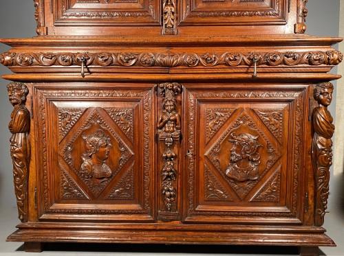 Renaissance - Solid renaissance buffet in walnut, Burgundy circa 1600