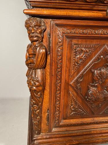 Antiquités - Solid renaissance buffet in walnut, Burgundy circa 1600