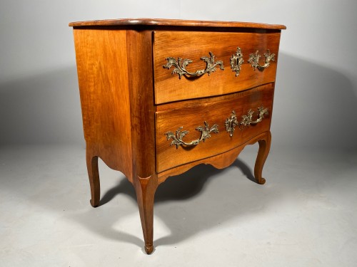 18 th Small walnut commode by Jean François Hache in  Grenoble - Furniture Style Louis XV