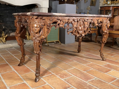 18th century - Hunting table in walnut attributed to Toro, Aix en Provence around 1710