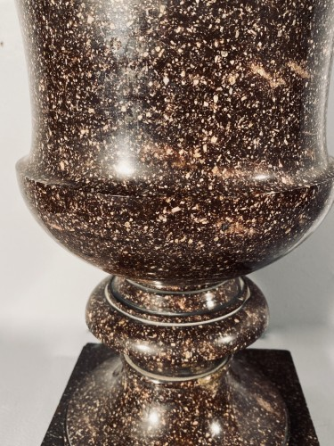 Porphyry Medici vase from Blyberg, Sweden circa 1805-1810 - Decorative Objects Style Empire