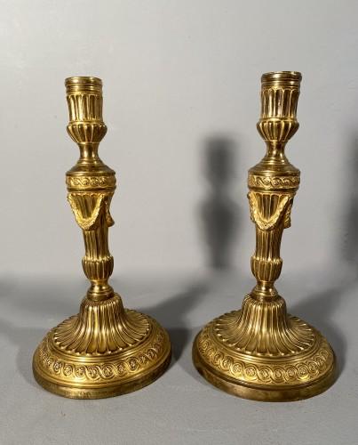 Antiquités - Pair of gilt bronze candlesticks, Paris, Louis XVI