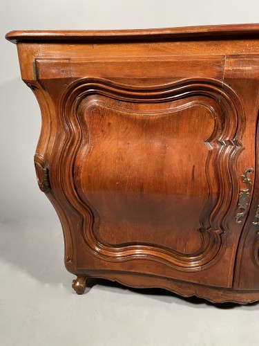 French carved commode in walnut, bordeaux circa 1750 - Louis XV