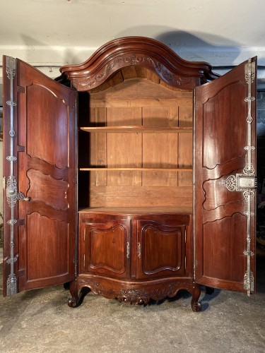 Monumental mahogany presentation wardrobe, Bordeaux circa 1760 - Furniture Style Louis XV