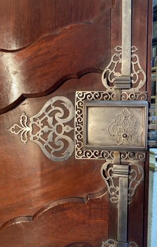 Monumental mahogany presentation wardrobe, Bordeaux circa 1760 - Louis XV