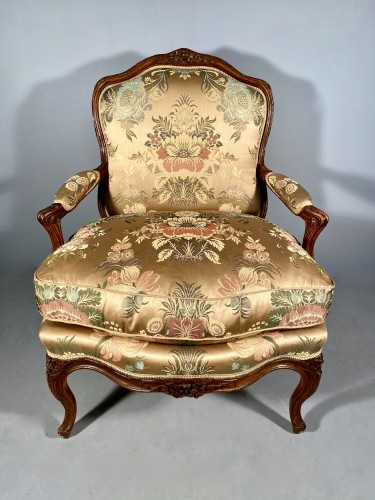 18th century - Series of four walnut armchairs by Pierre Nogaret circa 1770