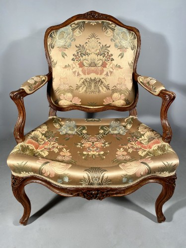 Louis XV - Series of four walnut armchairs by Pierre Nogaret circa 1770