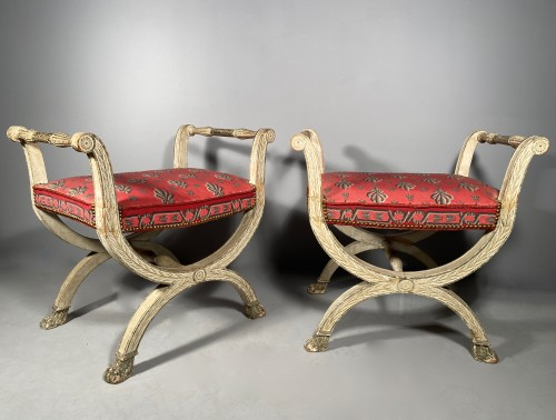 Restauration - Charles X - Pair of curule stools in lacquered wood, 19th century