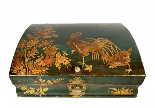 Toilet box in blue Martin varnish with Japanese decor circa 1730.