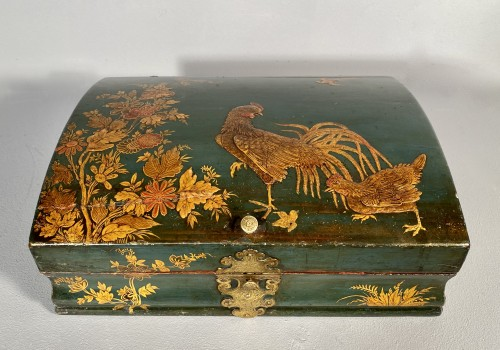 18th century - Toilet box in blue Martin varnish with Japanese decor circa 1730.