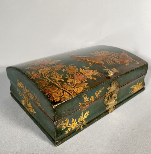 Antiquités - Toilet box in blue Martin varnish with Japanese decor circa 1730.