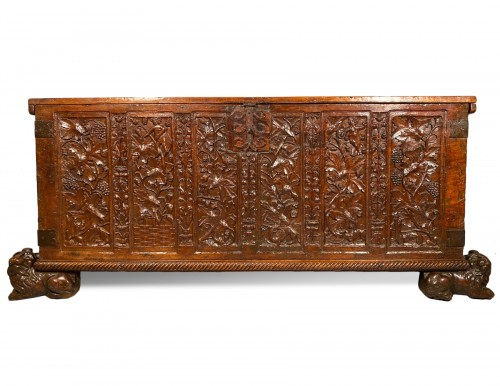 Important walnut chest with royal emblems, Lyon around 1520