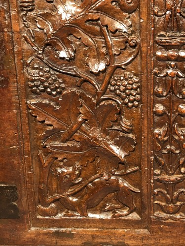 Furniture  - Important walnut chest with royal emblems, Lyon around 1520
