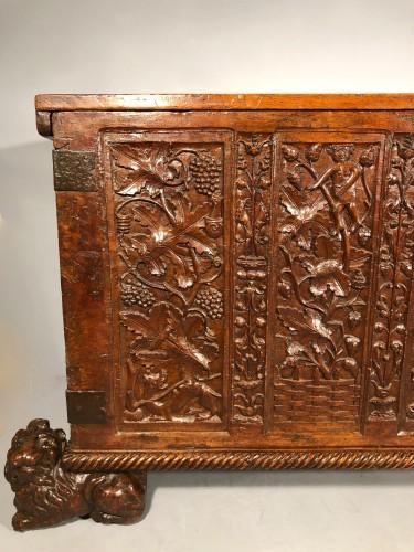 Important walnut chest with royal emblems, Lyon around 1520 - Renaissance