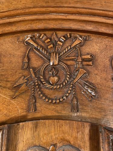 Small walnut wedding cabinet, Arles 18th century - Furniture Style Louis XV