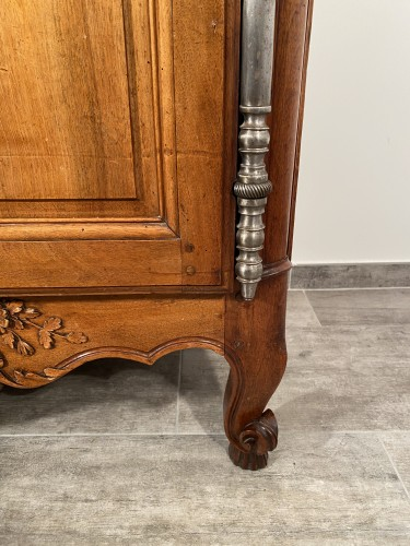 Antiquités - Small walnut wedding cabinet, Arles 18th century