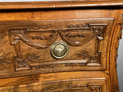 Furniture  - Provencal chest of drawers in walnut, Pierre Pillot in Nîmes around 1770
